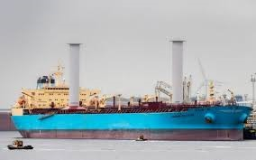 Tanker equipped with rotor sails