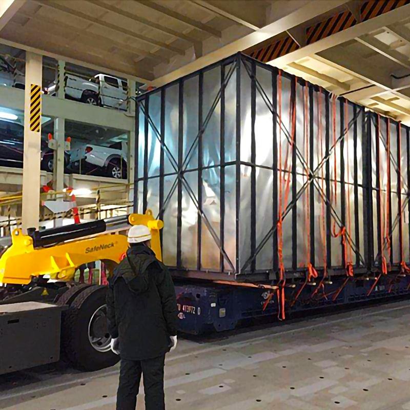 PCTCによる重量物輸送
